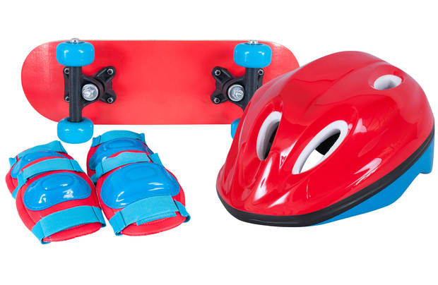 /outdoor-toys/chad-valley-mini-skateboard-and-accessories